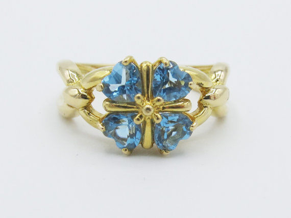 Vintage Natural Blue Topaz Hearts Clover Ring 18k Yellow Gold