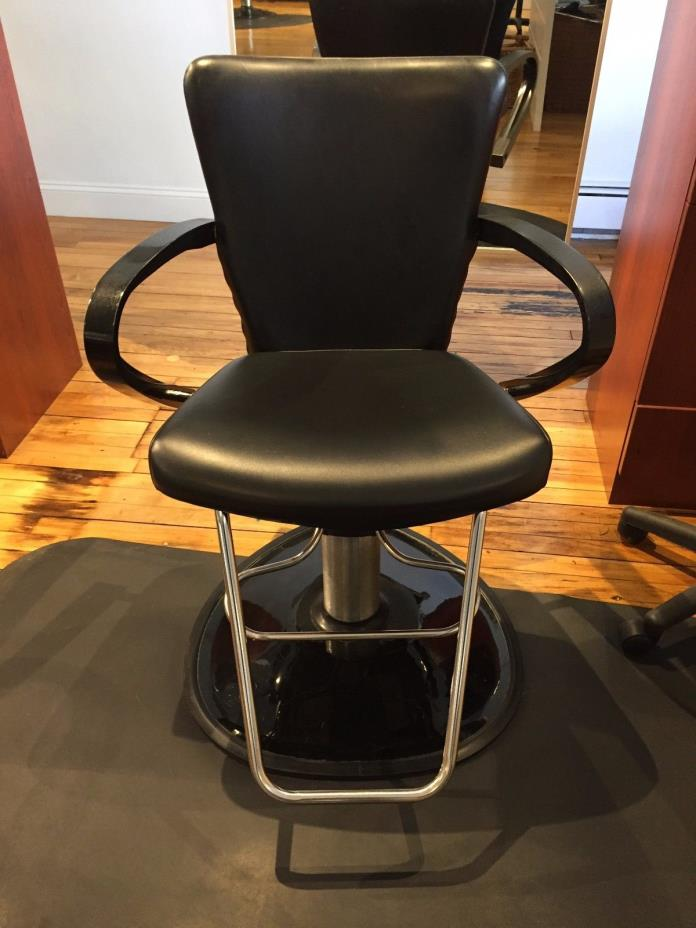 Salon styling chairs for sale classifieds for Salon chairs for sale
