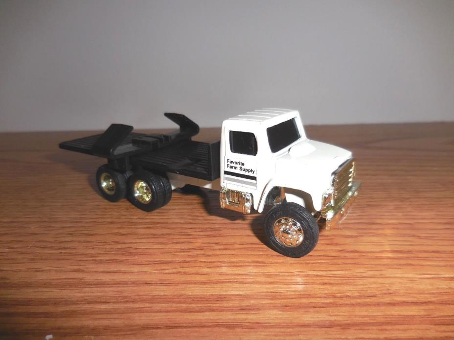 ERTL 1/64 WHITE INTERNATIONAL TRUCK FLATBED IMPLEMENT HAULER