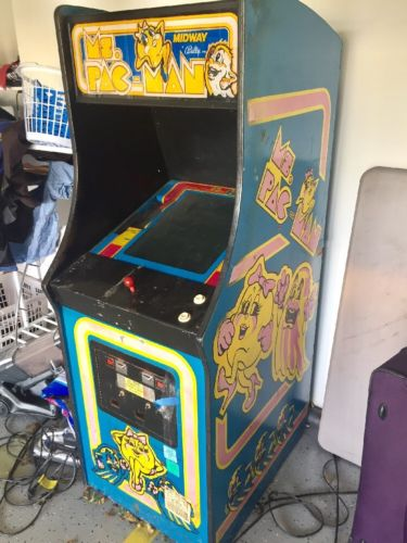 Vintage 1980's Ms. Pac Man Upright Arcade Game Machine!