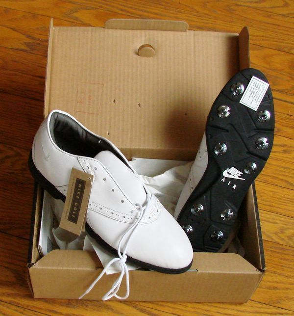 VINTAGE NIKE AIR CLASSIC SHOES - MINT CONDITION - WOMENS GOLF SHOES