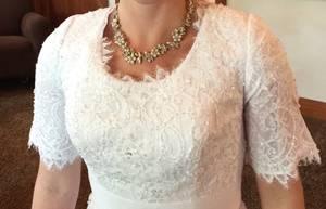 Exquisite, Unique Wedding Dress valued at $1200 (Size 6-10) (Provo, Utah)