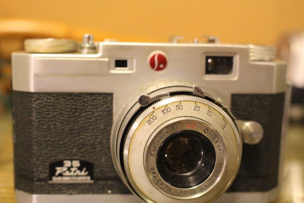 Vintage Petri Kuribayashi 35 mm Camera (for Parts or Repairs)