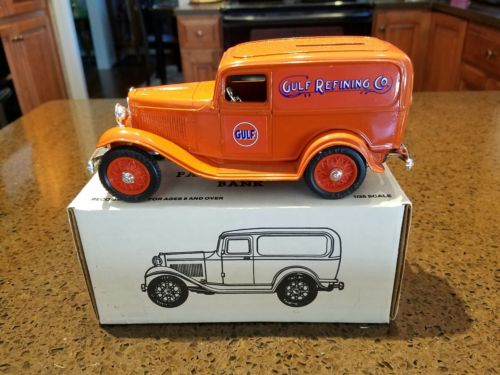 ERTL Gulf Refining Co. 1932 FORD Panel Delivery Van Bank