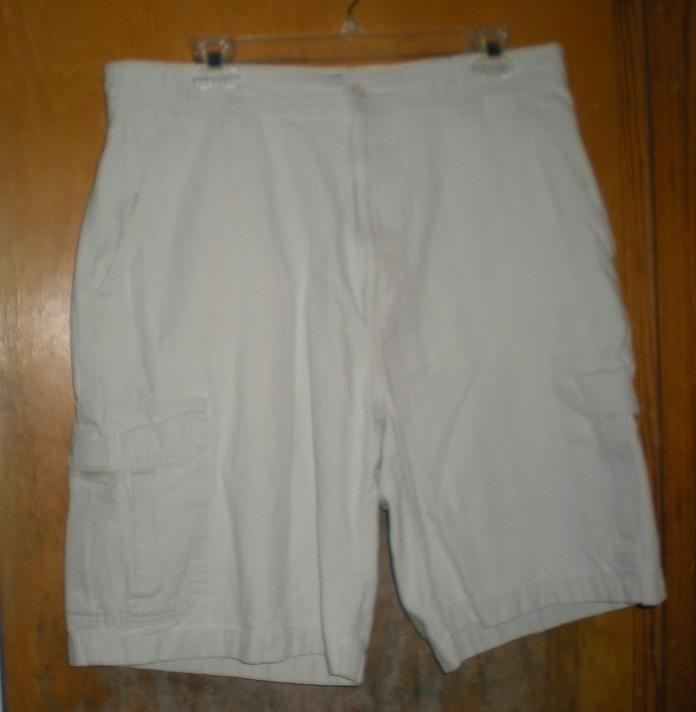 Men's Chaps Beige Light Khaki Shorts Size 34 - 100% Cotton Fabric- Cargo Pockets