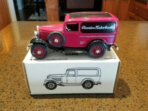 ERTL Classic Motorbooks 1932 FORD Panel Delivery Van Bank