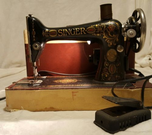 VINTAGE SINGER SEWING MACHINE, WITH CASE, WORKS GREAT
