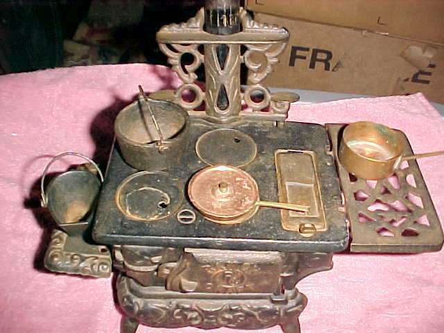 Antique Cast Iron Ranger Craft Parlor Decorative Salesmans Sample Stove/pots 3/4