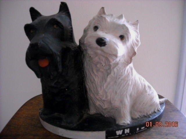 VINTAGE BLACK & WHITE SCOTCH WHISKY STORE ADVERTISING SCOTTY DOGS FIGURINE