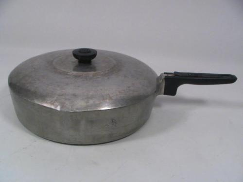 WAGNER WARE WAGNERWARE MAGNALITE LARGE 4570-P FRYING PAN SKILLET W COVER