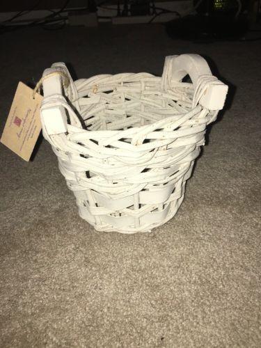 Shabby  chic white home interiors Wicker Basket 6