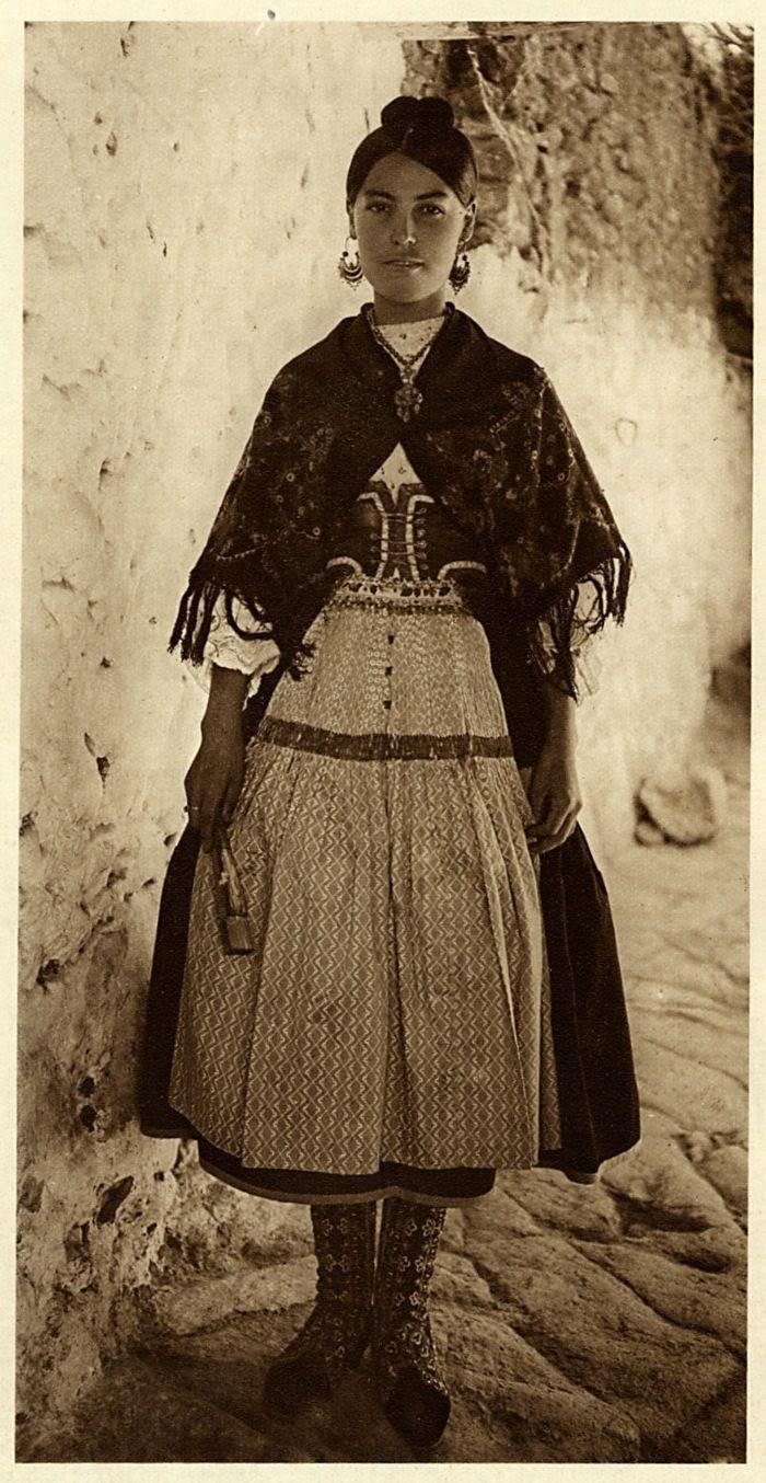Woman in Traditional Costume Spain/España: 1925 Hielscher Photogravure Portrait