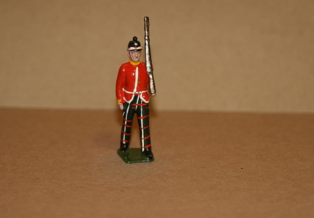 VINTAGE BRITIANS LEAD TOY SCOTTISH GUARD - 100% ORIGINAL - W 1035