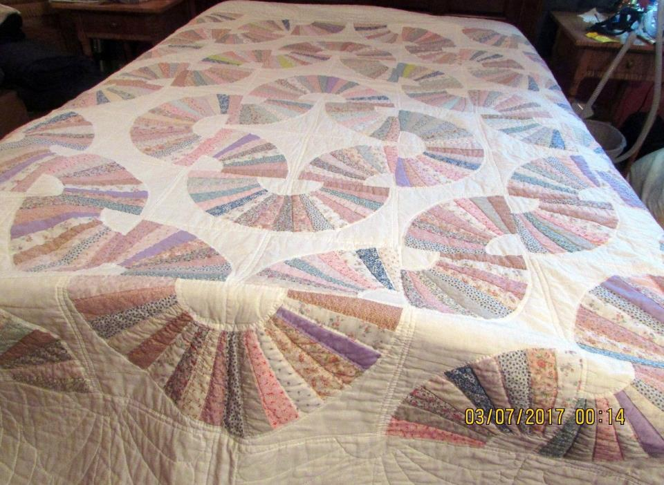 LOVELY HAND SEWN QUILT WITH FAN SHAPES