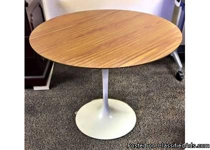 Vintage Tulip Table by Knoll