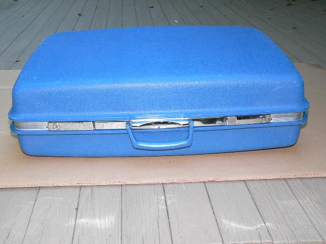 Vtg Samsonite Hard Suitcase & Key