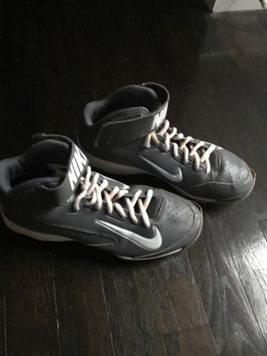 NIKE youth Baseball Cleats Size 5Y