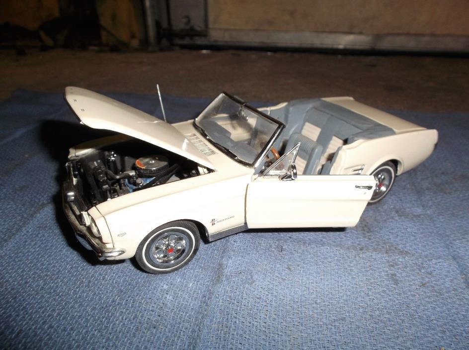 Danbury Mint 1966 Ford Mustang convertible 1:24 Scale