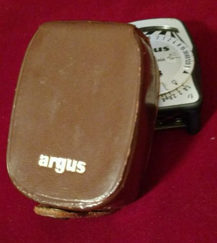 VINTAGE ARGUS LIGHT METER AND CASE MINTY