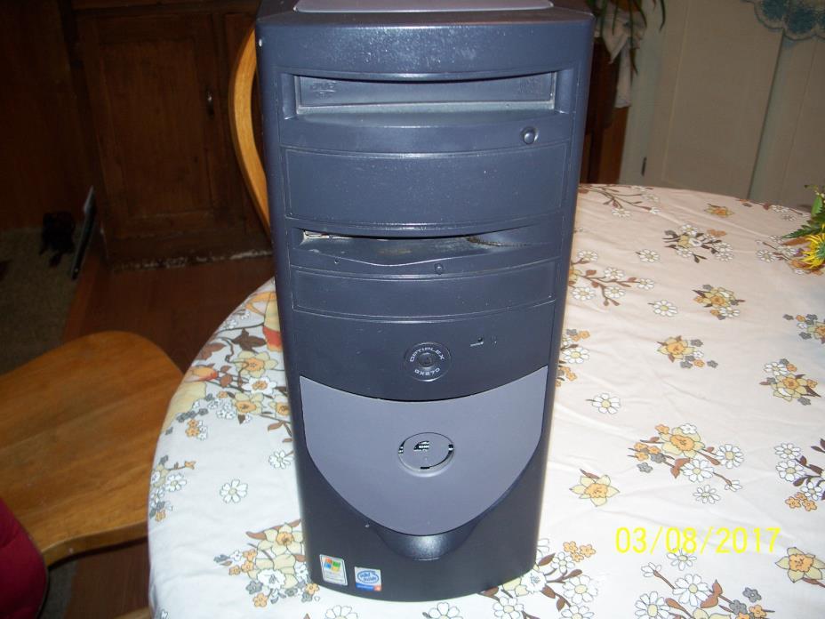Dell Optiplex GX270 Desktop Computer Windows XP Pro Intel P-4 2.4 GHz CPU 1GB
