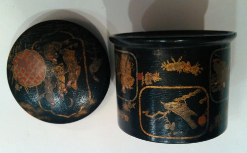 Antique JAPANESE Export Black Lacquer Wooden ROUND BOX w/ Lid 7 scenes Asian
