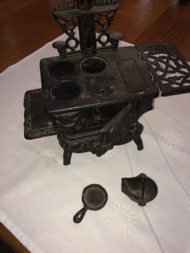 Vtg Miniature Crescent Cast Iron Wood Stove W/ Skillet & Water Buck