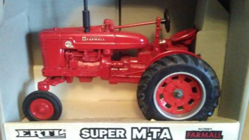 FARMALL SUPER MTA GAS TRACTOR TOY
