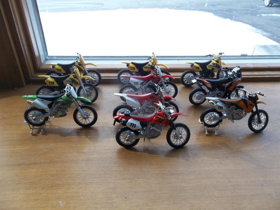 LOT 10 DIRT BIKES 1/18 SCALE MAISTO  HONDA SUZUKI KAWASAKI KTM 250 450 400