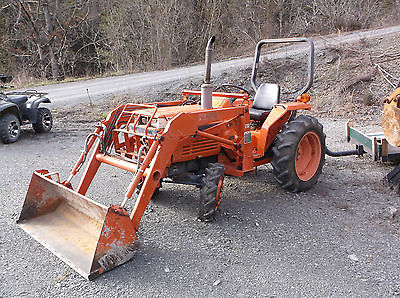 Kubota L2250 4 x 4 tractor with loader