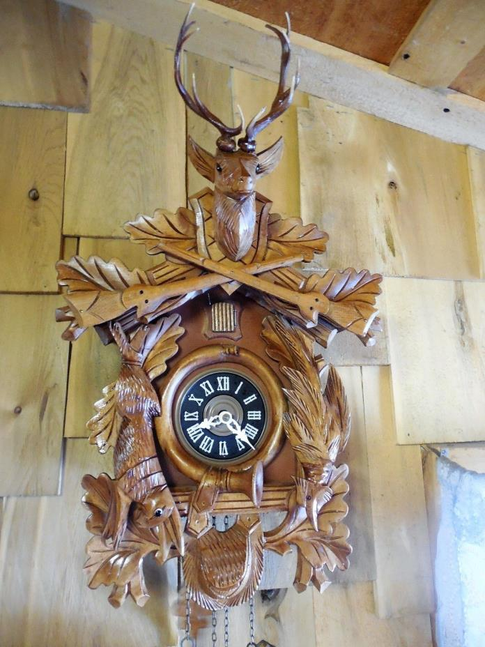 LARGE HUNTERS STYLE 8 DAY CUCKOO CLOCK RUNS GREAT!