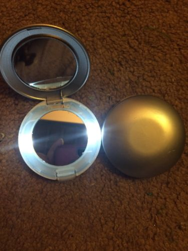 2 Light Up Compact Mirrors