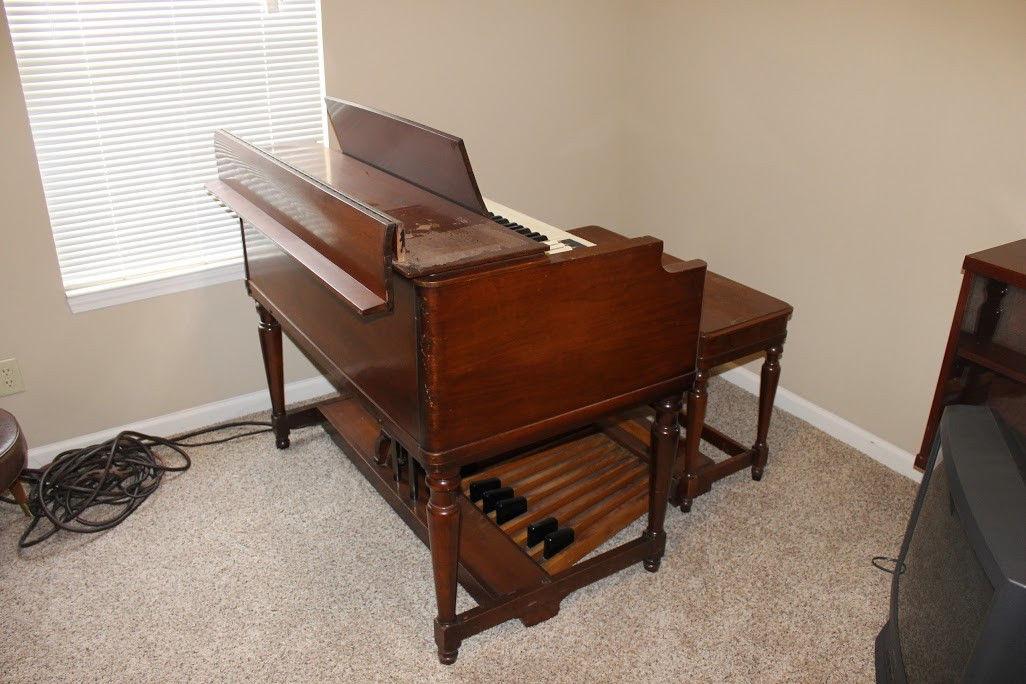 Vintage Hammond BC organ w/ bench, pedals & HR-40 tone cabinet - No Reserve