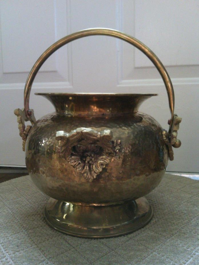 ANTIQUE Hammered BRASS Spittoon - Melting Pot - PLANTER - VASE - CAULDRON - BOWL