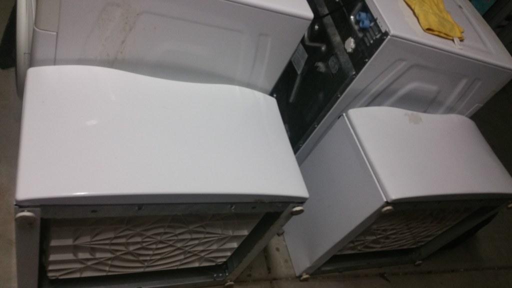 Whirlpool Duet W/D Front Load Set w/ Pedestals