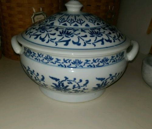 casserole dish blue and white