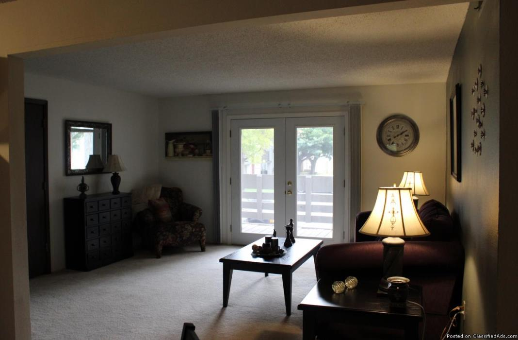 Come relax and enjoy the luxury of your newly Executive Remodeled apartment !!