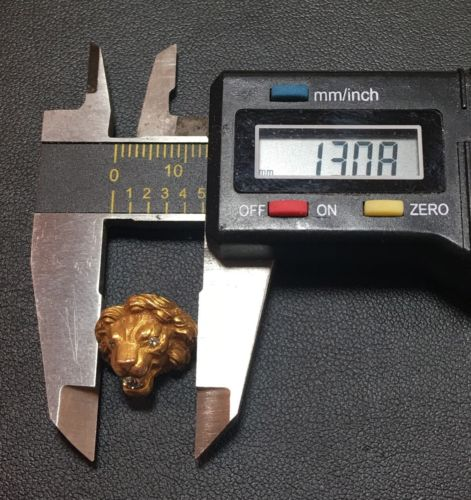 Vintage 3.5 Grams 18k Gold Lions Head With Three Real Diamonds All Tested .