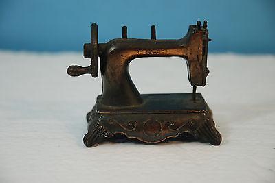 Vintage Miniature Sewing Machine Desk Pencil Sharpener