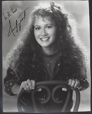 AMY GRANT SIGNED 8 x 10 AUTOGRAPH PHOTO B/W