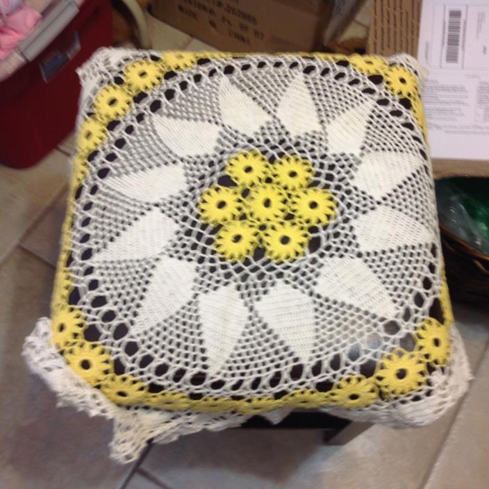 Vintage Handmade Tablecloth ~ Yellow/ WHITE ~ 26~ Round