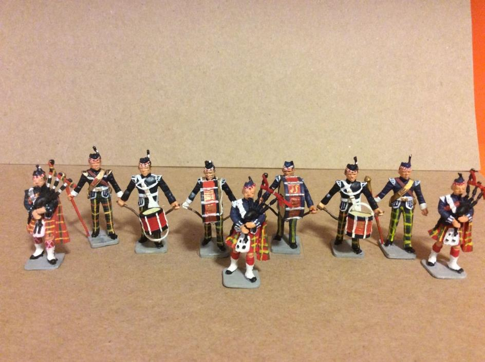 METAL TOY SOLDIERS - SCOTTISH BAND MEMBERS  X 9  - 100% ORIGINAL - W 1049