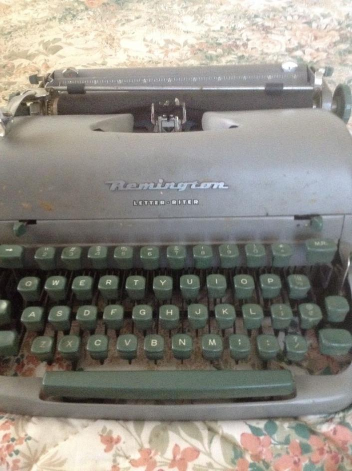 Vintage RemingtonPortable Typewriter
