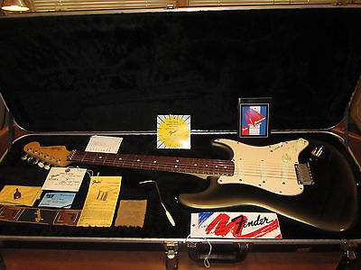Fender Stratocaster vintage guitar MINT with case and all manuals 1989E