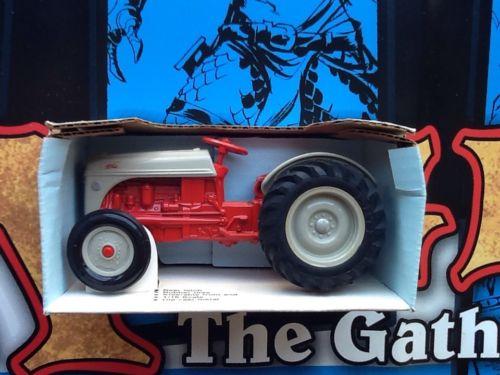 Ertl Ford 8N Die Cast Metal Tractor 1/16 Scale New in Box #843