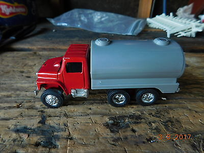 ERTL FARM MACHINES 1:64 WATER/ MILK TRUCK