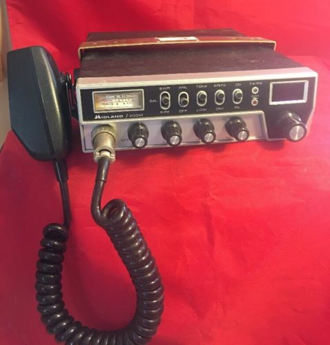 Vintage And Rare Midland 200M Cb Radio With Mic 40 Channel Tested And Has Power
