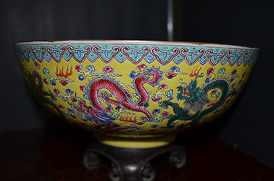 Beautiful large Chinese Dragons bowl with marked 20th century