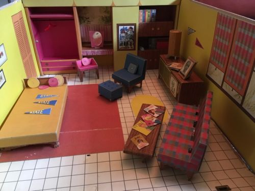 Barbie Dream House 1962 Vintage