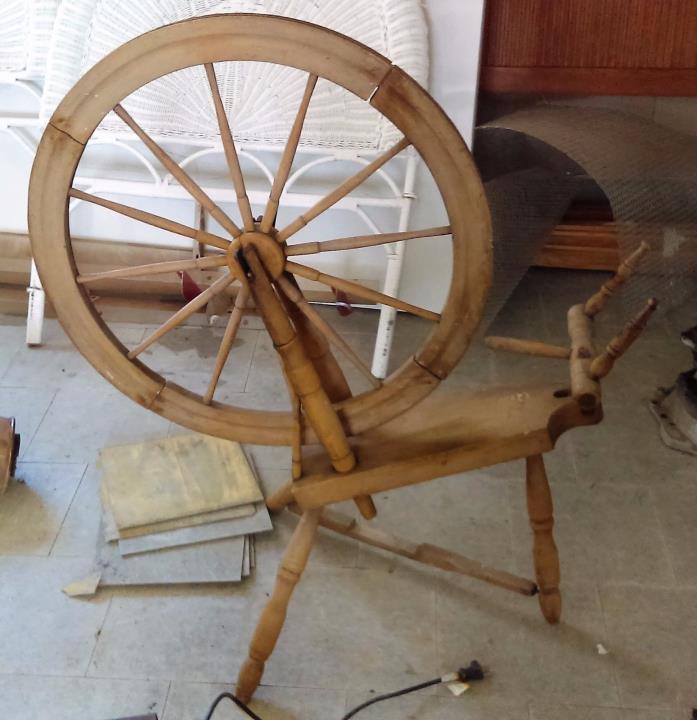 Antique SOLID OAK SPINNING WHEEL Sweden Big Wheel 25