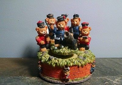Civil War Bears and Cannon Music Box in Great Condition